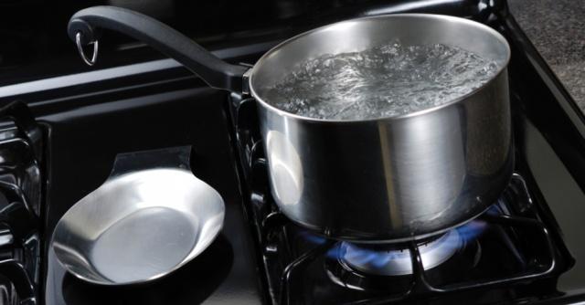 panela-com-agua-fervendo-cozinhar-cozinhando-1346778797784_956x500