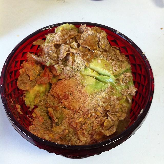 Abacate com farinha de linhaça dourada e nesfit