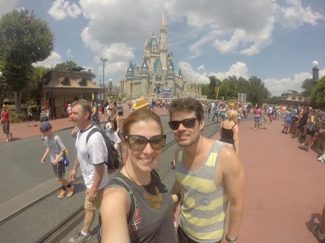 Depois de 18 anos voltei ao Magic Kingdom e o marido conheceu pela 1ª vez! Foi mágico!